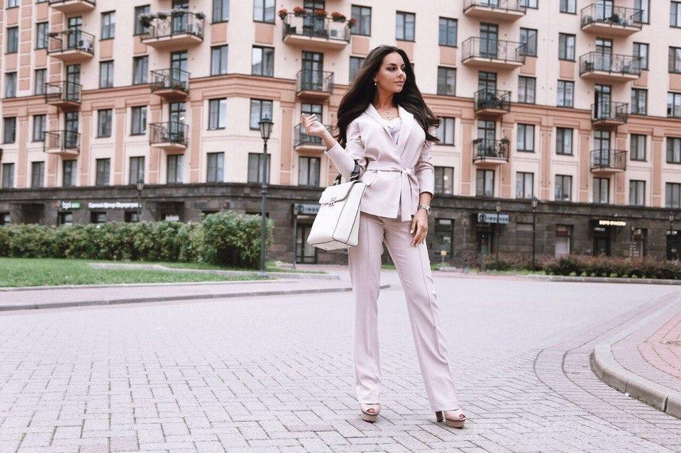 5aa7cfc20a05 Бежевый костюм в офис от производителя Производитель женской одежды ...